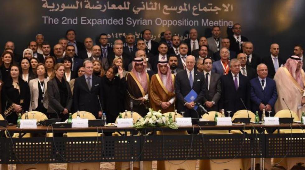 صورة سيف: ما يحل بالسوريين أكبر بكثير من الأسد