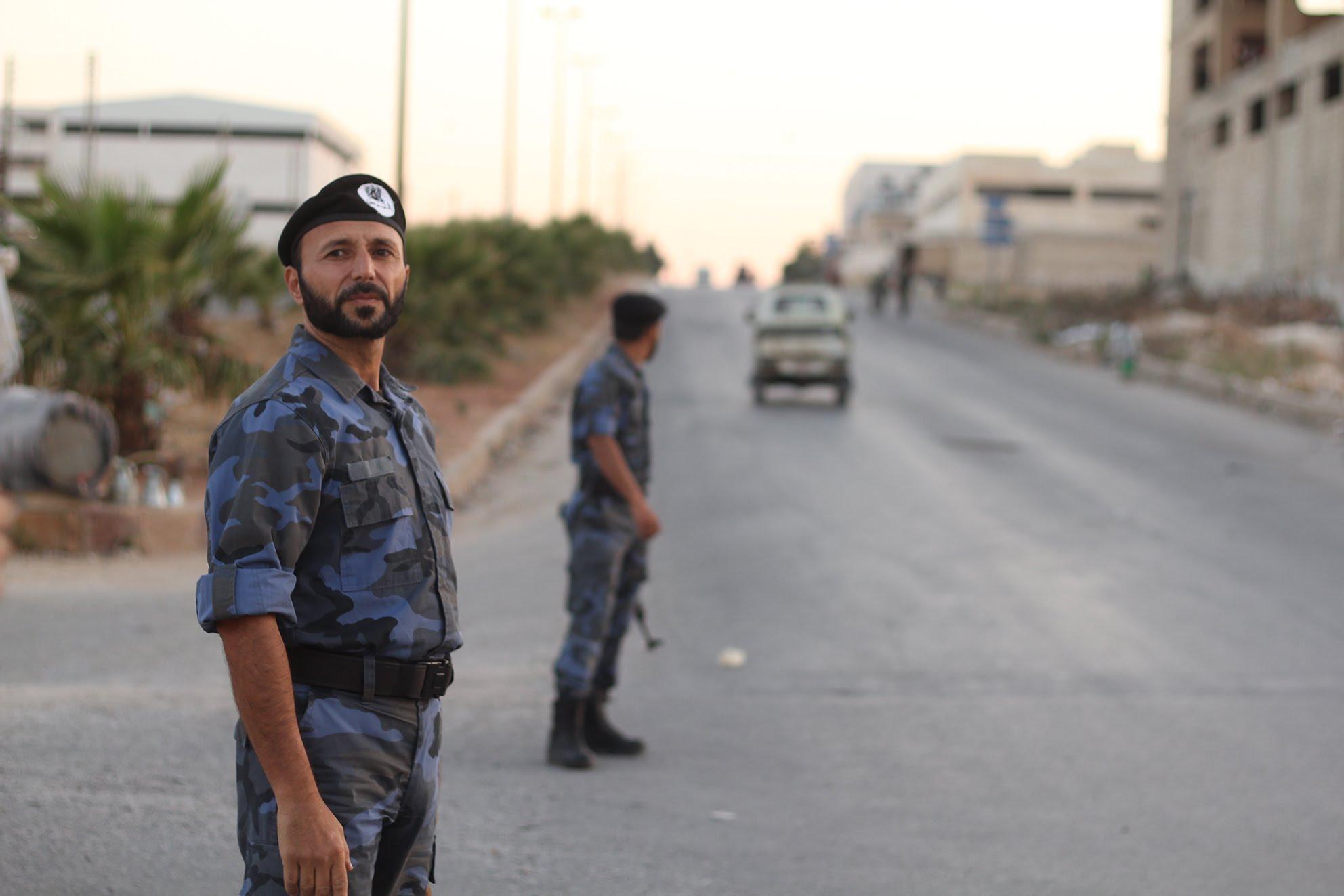 """صورة منشقون يشكلون """"تجمع الشرطة الأحرار"""" جنوبي سوريا"""