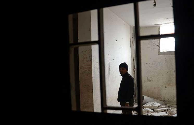 صورة مطالب بكشف مصير آلاف المعتقلين لدى الوحدات الكردية