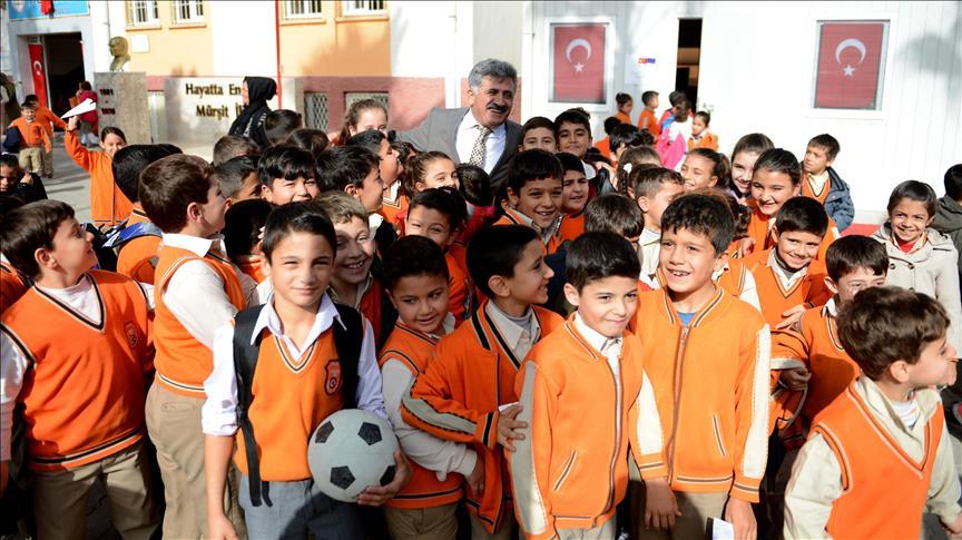 صورة تركيا تدمج 613 ألف طالب سوري في النظام التعليمي