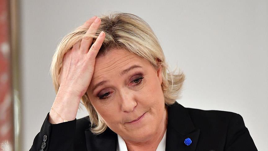 """صورة البرلمان الفرنسي يرفع الحصانة عن """"لوبان""""..السبب """"داعش""""!"""