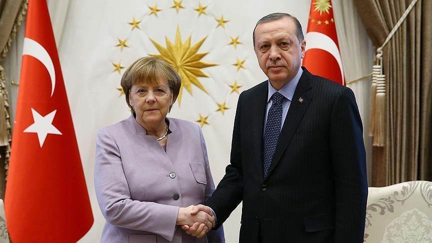 صورة أردوغان وميركل يبحثان هاتفيا مسائل إقليمية حول سوريا