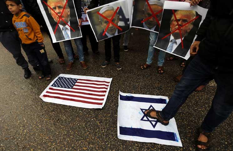 صورة كم ستكلف مقامرة ترامب. وهل ستنجح إسرائيل بخفض ألسنة اللهب؟