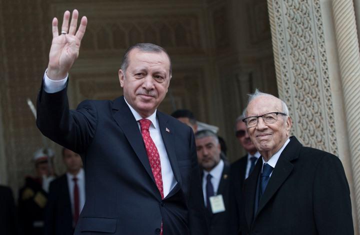 """صورة الرئيس التركي: بشار الأسد """"إرهابي"""""""
