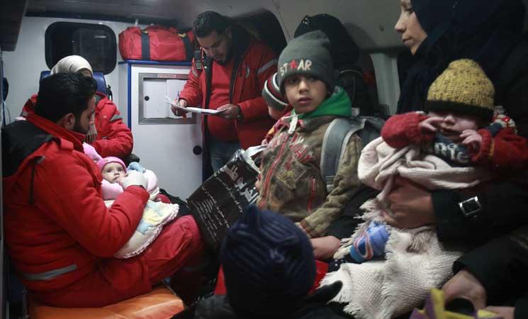 صورة استكمال عملية إجلاء محدودة لمرضى الغوطة الشرقية