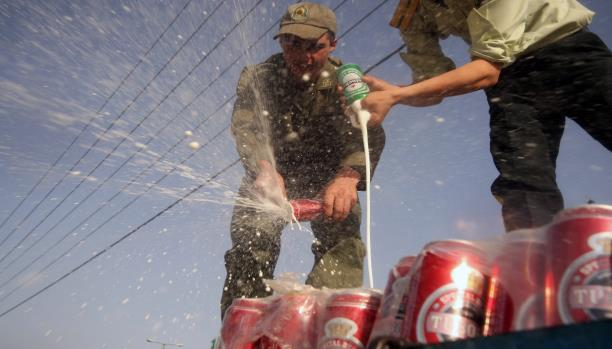 صورة الكحول المغشوش..مواد سامة تقتل الإيرانيين