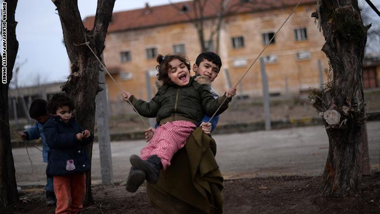صورة سورية: إفراط في تدليل الأطفال لتعويض الحرمان
