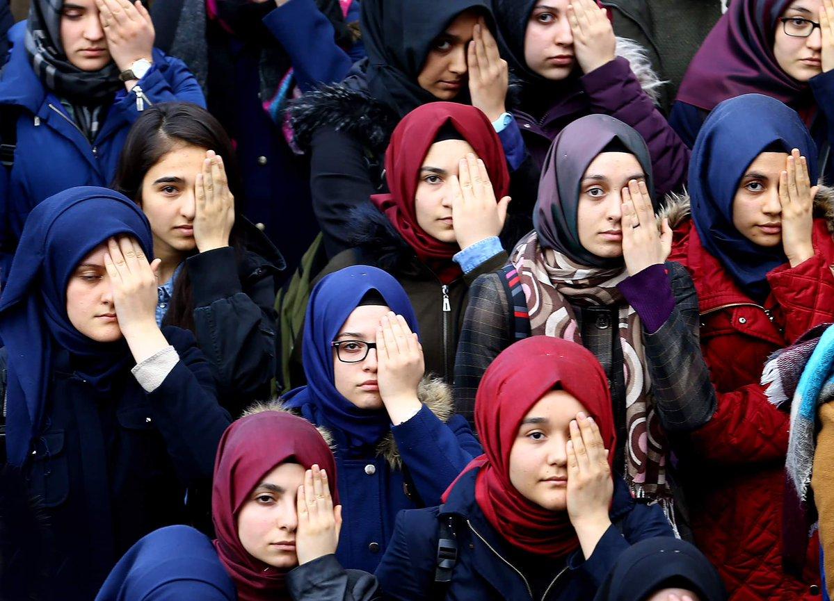 """صورة بالصور: طالبات تركيات يتضامن مع الرضيع """"كريم"""""""