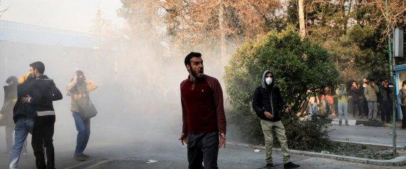 """صورة قتلى في إيران..ووزير يهدد المتظاهرين بـ""""دفع الثمن"""""""