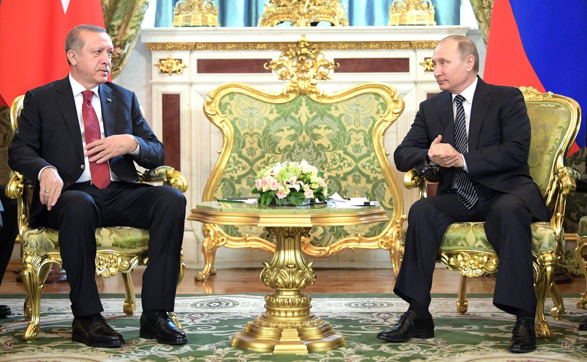 صورة محللون أتراك: واشنطن تهدف إلى تركيع تركيا وتطويق روسيا بالمنطقة