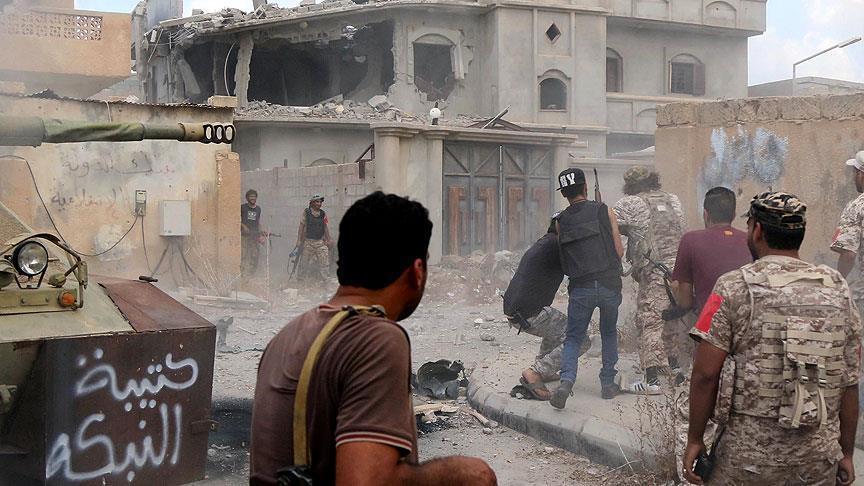 """صورة مسؤول تركي: السوريون يهربون من فظائع الأسد وليس من """"داعش"""" فقط"""