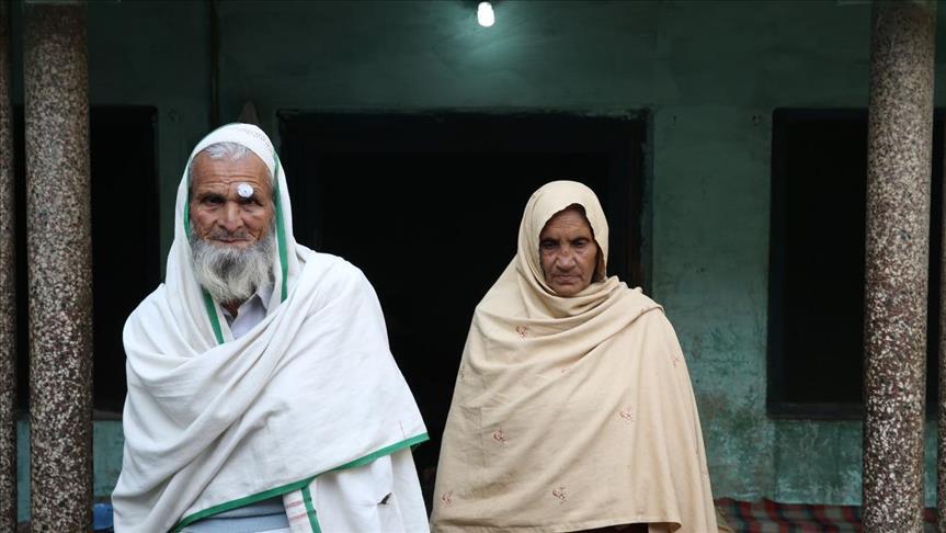 صورة بعد 36 عاما..باكستاني يسمع نبأ عن أخيه المحاصر في غوطة دمشق