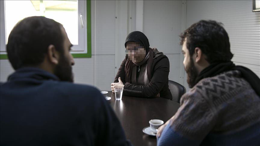 صورة منى.. معتقلة تكشف كواليس التعذيب والاغتصاب بسجون الأسد