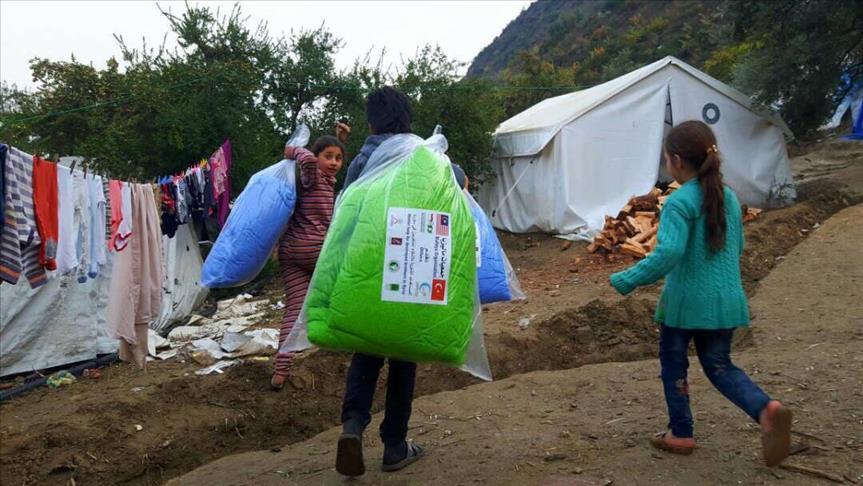 صورة جمعية تركية توزع مساعدات ماليزية على نازحي إدلب