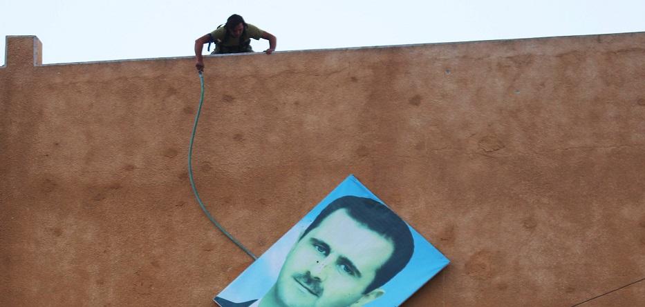 """صورة السلاح والجغرافيا..مقابل حكومة يرأسها """"الأسد"""""""