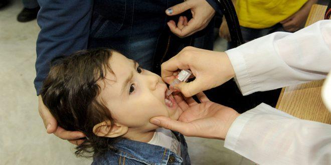 صورة 400 ألف طفل تلقوا اللقاح في إدلب عام 2017