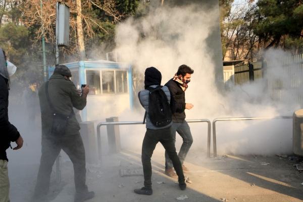 صورة إيران..نهاراً للنظام وليلاً للشعب