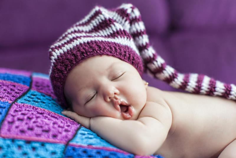 صورة دراسة: نوم الأطفال المتقطع يزيد مخاطر إصابتهم بالسمنة والسرطان
