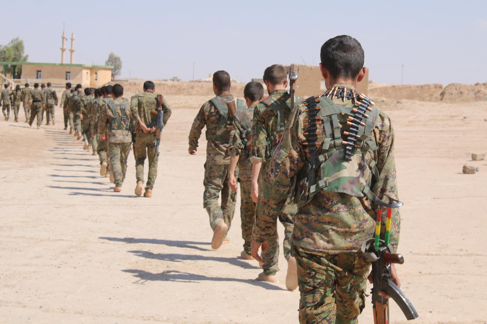 صورة تنظيم الدولة يهاجم قسد بريف دير الزور