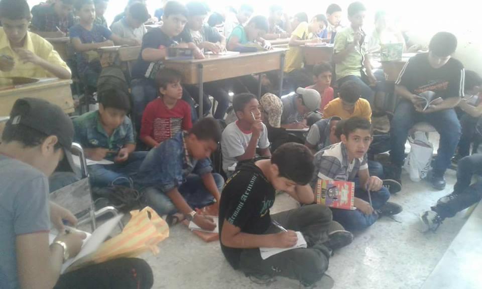 صورة المدارس البديلة الخيار الوحيد لطلاب مخيم اليرموك المحاصرين