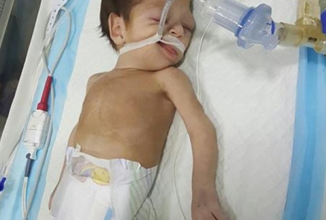 صورة وفاة رضيعة سورية في لبنان جراء عجز ذويها عن تأمين تكاليف علاجها