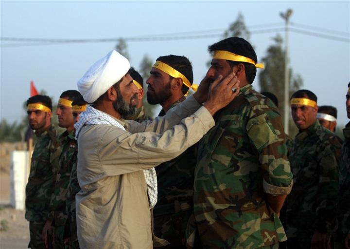 """صورة فيلق """"فاطميون"""" الأفغاني: رأس حربة إيرانية"""