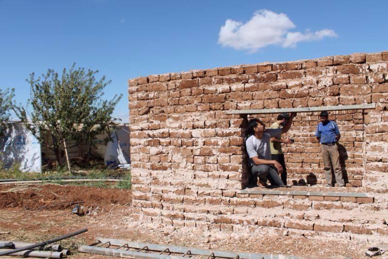 صورة البيوت الطينية..سلاح السوريين لمواجهة الشتاء
