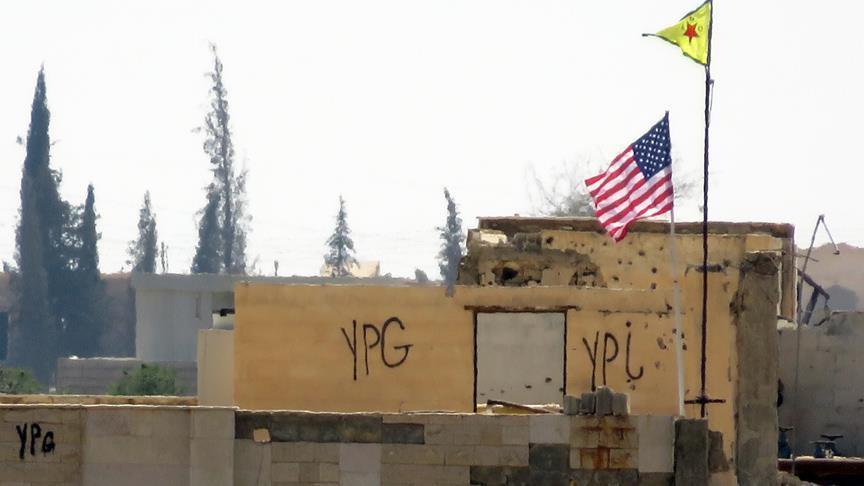 """صورة وفد أمريكي يلتقي قيادات """"ب ي د"""" شمال سوريا"""