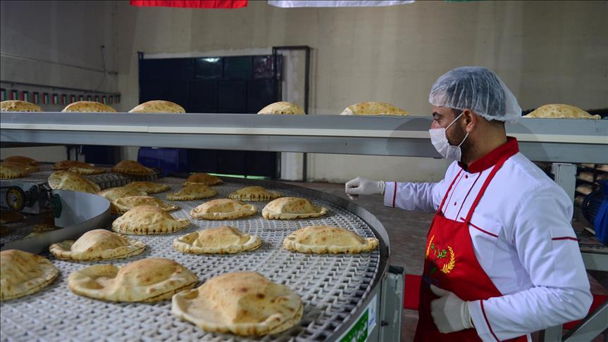 صورة بدعم كويتي..افتتاح مخبز للاجئين السوريين جنوبي تركيا