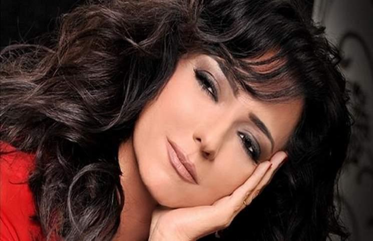 صورة أمل عرفة تنجو من الموت..وإصابة شقيقتها