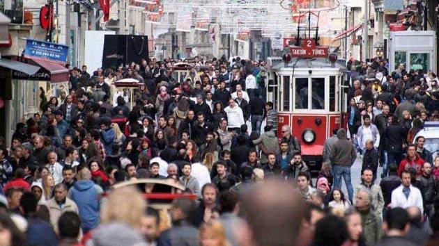 صورة تركيا تعلّق قبول السوريين في إسطنبول مؤقتا