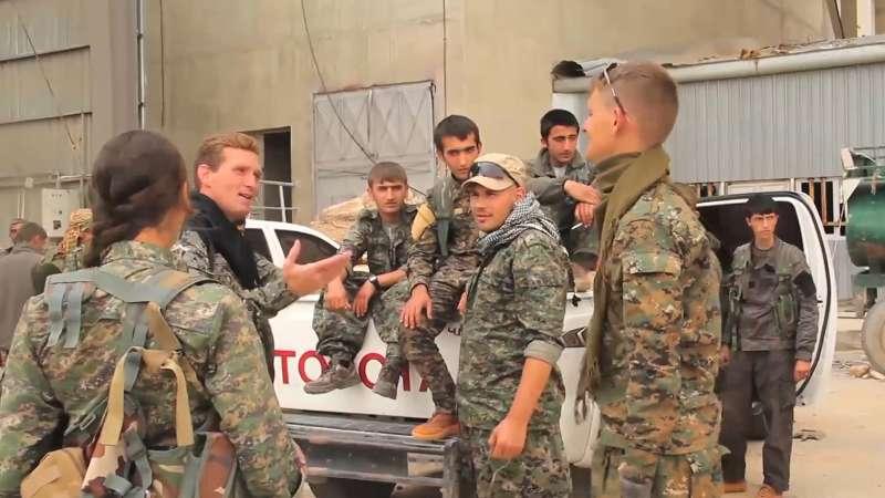 صورة الإرهاب..تهمة جندي بريطاني قاتل مع PYD