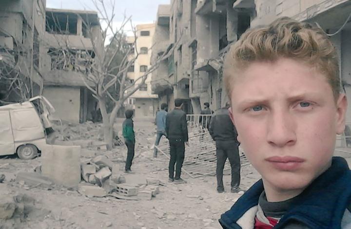 صورة طفل سوري يتحول لمراسل حربي داخل الغوطة