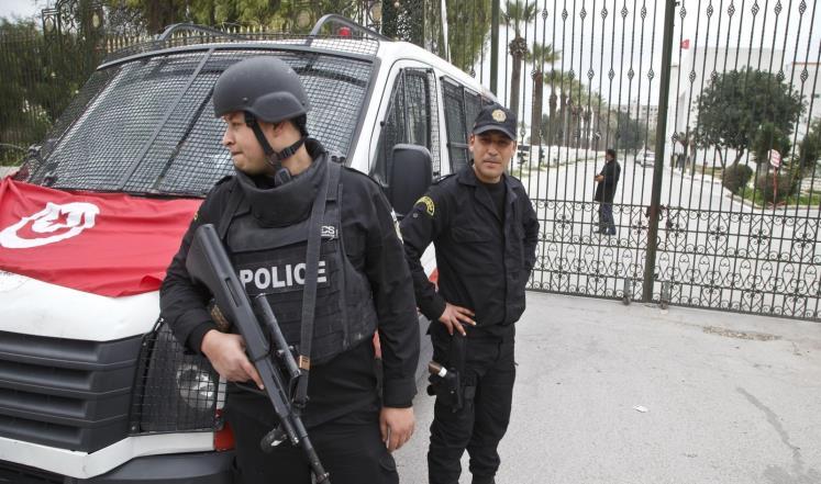 """صورة تونس تعلن تفكيك شبكة لـ""""تسفير الفتيات"""" إلى سوريا"""