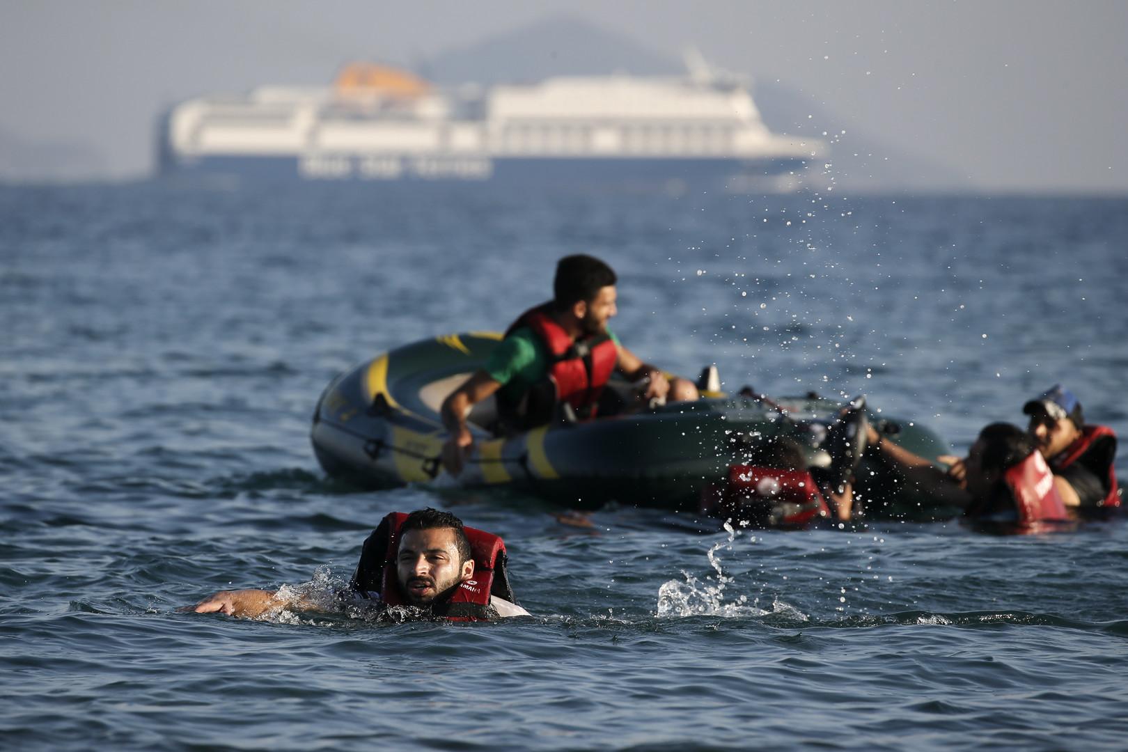 صورة إنقاذ 13 سوريا من الغرق في بحر إيجة