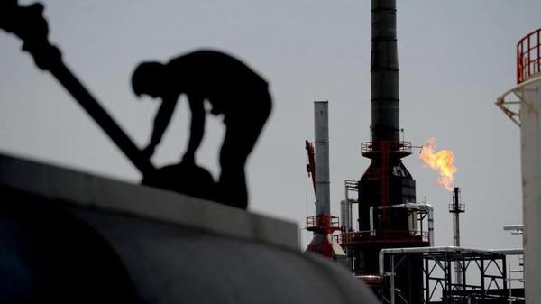 صورة إيران..آبار سوريا النفطية مقابل خسائرنا البشرية