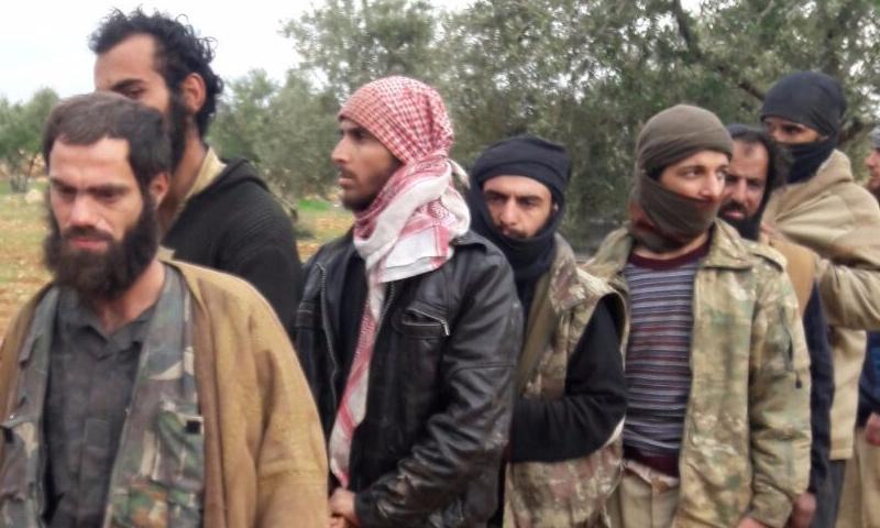 صورة 350 من عناصر تنظيم الدولة يستسلمون للحر بريف إدلب