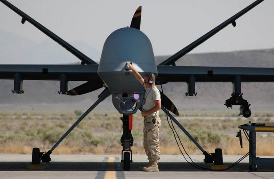 صورة تهريب أجزاء خاصة بطائرات بلا طيار لحزب الله من واشنطن