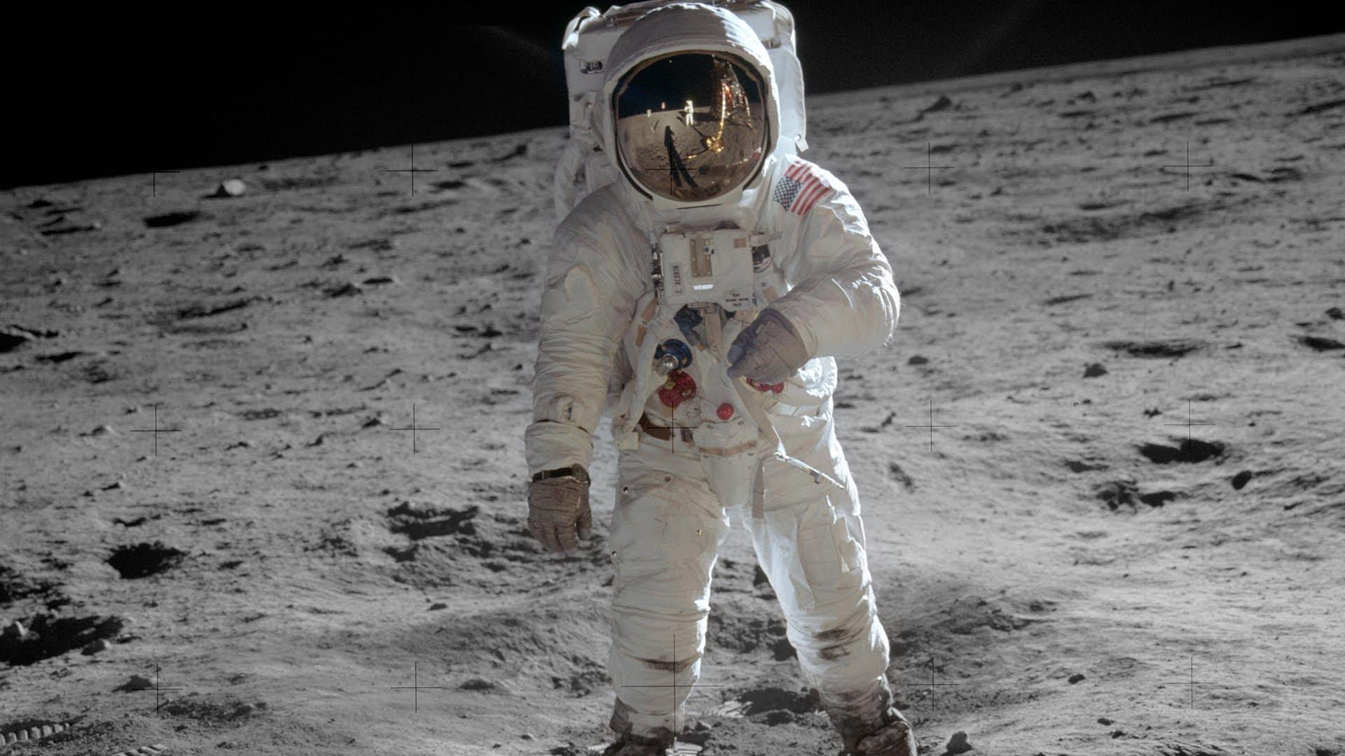 صورة إقامة أول شبكة للهواتف على سطح القمر