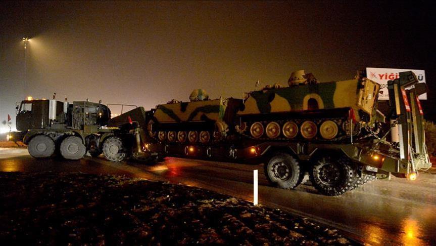 صورة أنقرة تدفع بتعزيزات إضافية للحدود السورية