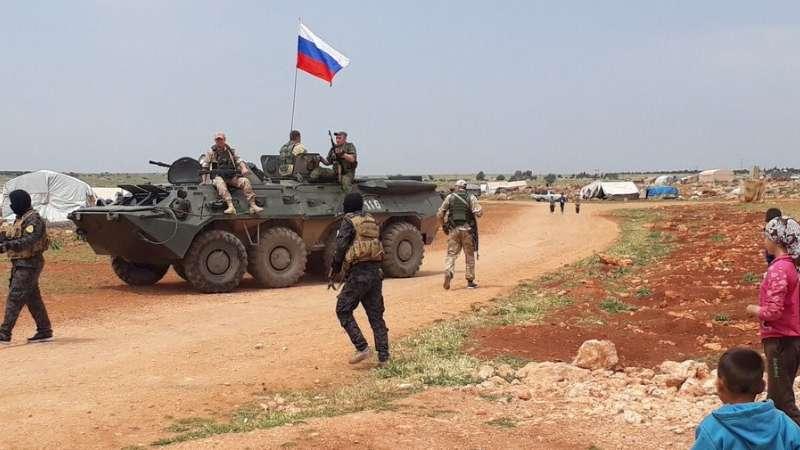 صورة أهالي عفرين يطردون وفداً عسكرياً روسياً- شاهد