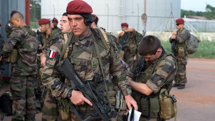 صورة وعيد فرنسي بتحرك عسكري منفرد بسوريا