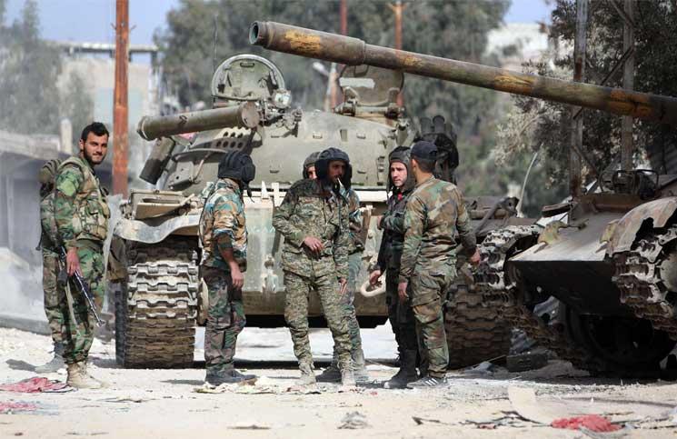 صورة ميليشيا للنظام تحاصر قرية مسيحية بريف حماة