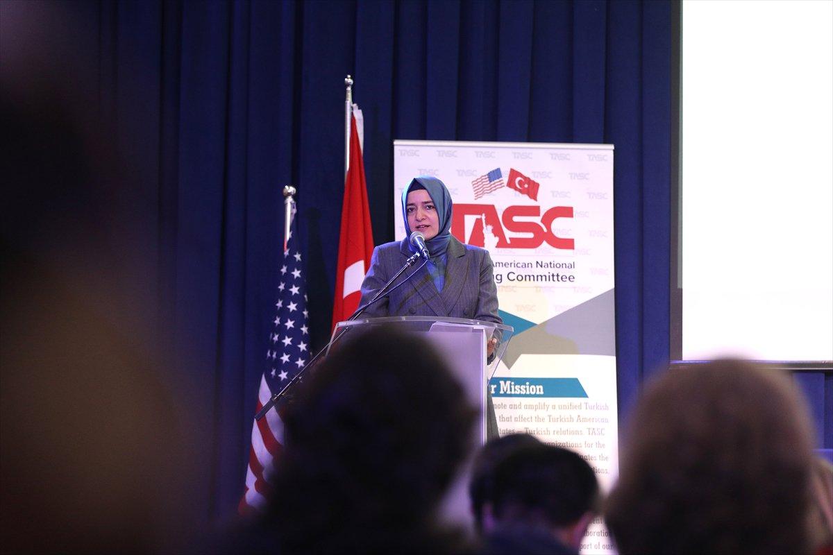 صورة وزيرة تركية: تركيا تمد يد العون للاجئين السوريين منذ بداية الحرب