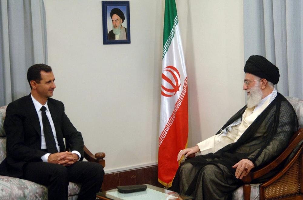"""صورة خامنئي: الأسد """"محترم ومقاوم كبير"""""""