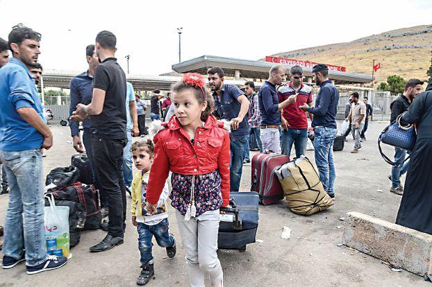 صورة رايتس ووتش تتهم تركيا باعادة لاجئين سوريين إلى ادلب