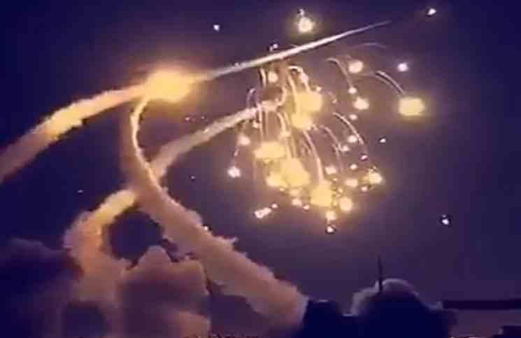 صورة صاروخ حوثي على السعودية..والأخيرة تسقطه
