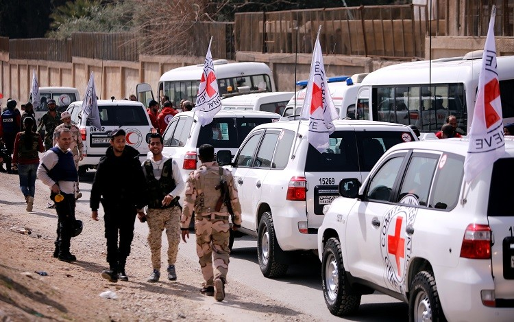 """صورة خروج ثلاثة آلاف مدني من """"دوما"""""""