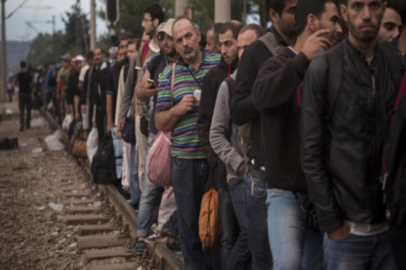 صورة سوري يضرم النار بنفسه بحثاً عن مهرب من اليونان