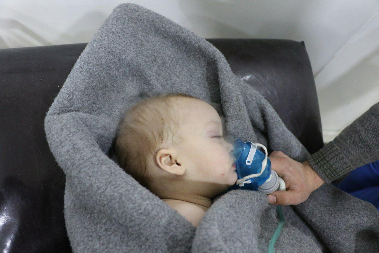 صورة الكلور السام..124 حالة اختناق في الغوطة
